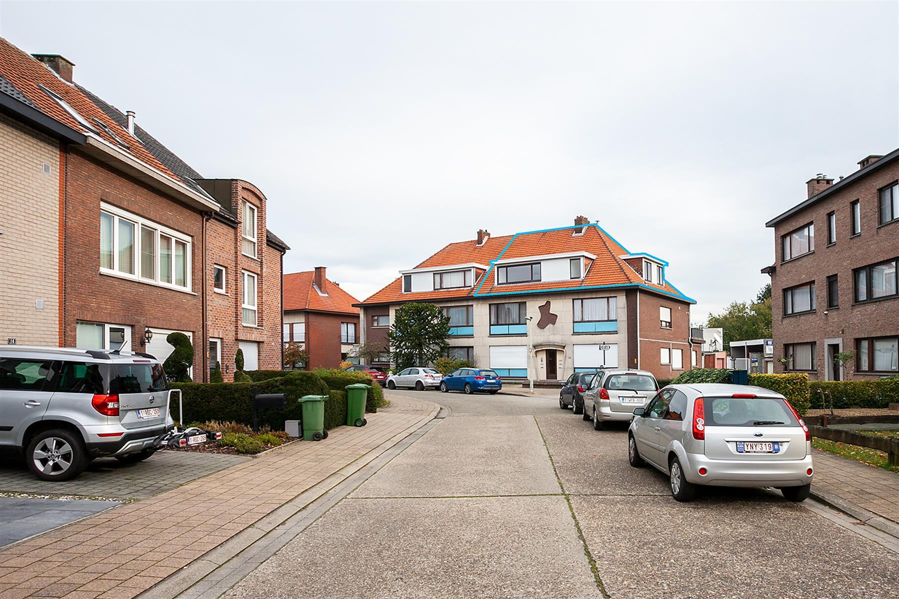 Gezellig dakappartement, gelegen in een rustige zijstraat vlakbij het centrum van Kapellen.