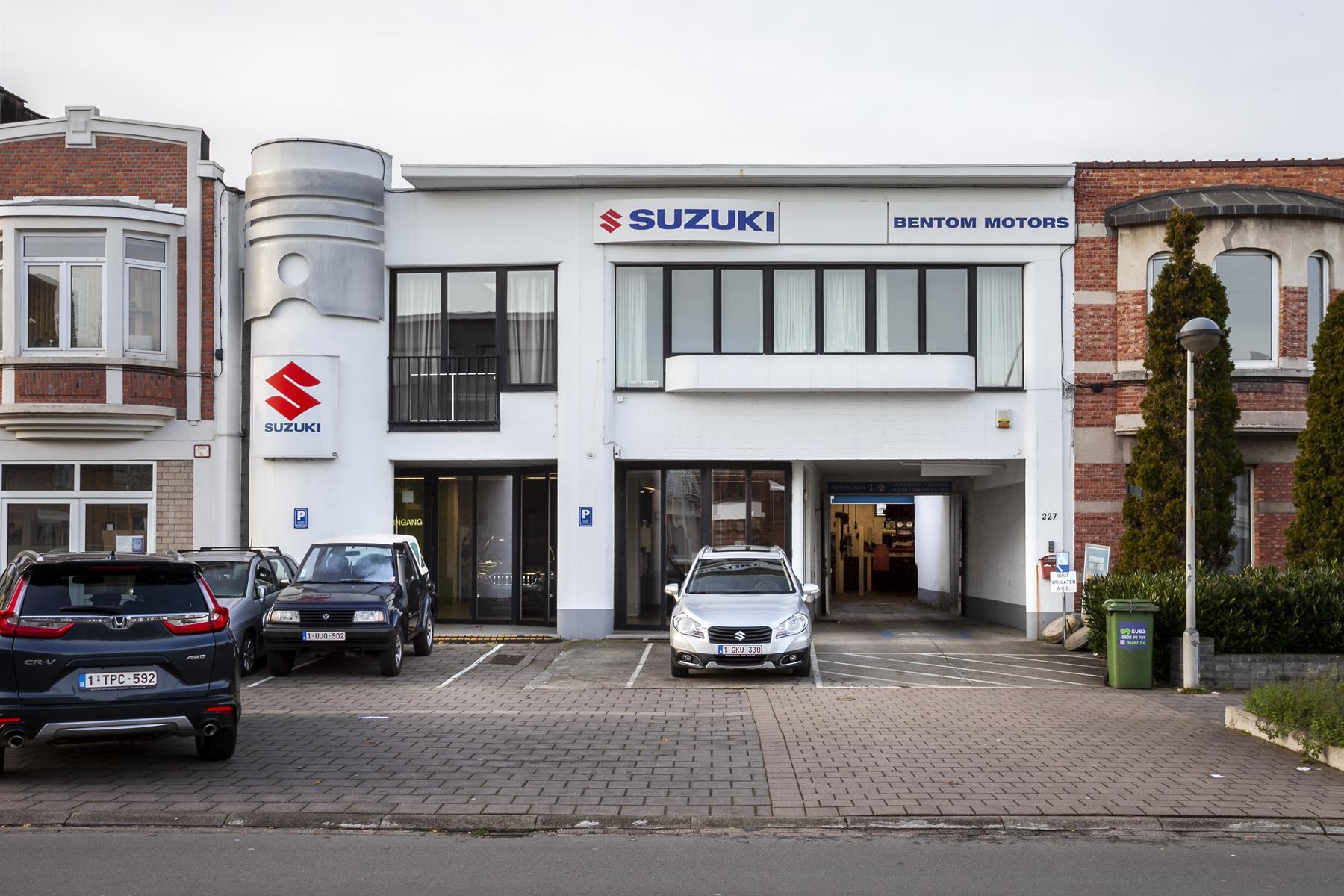 Voormalige autogarage met showroom, werkplaats en concierge woonst op een grondoppervlakte van ca 450m2.